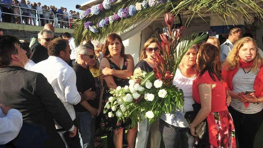 """Una multitudinaria procesión marítima rinde homenaje a las víctimas del """"Sin Querer Dos"""""""