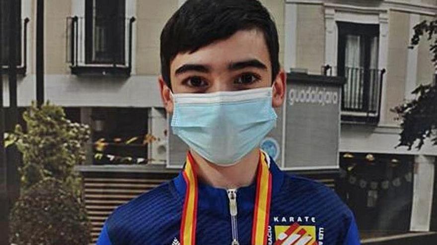 Lucas Pareja se cuelga la plata en el Nacional Infantil