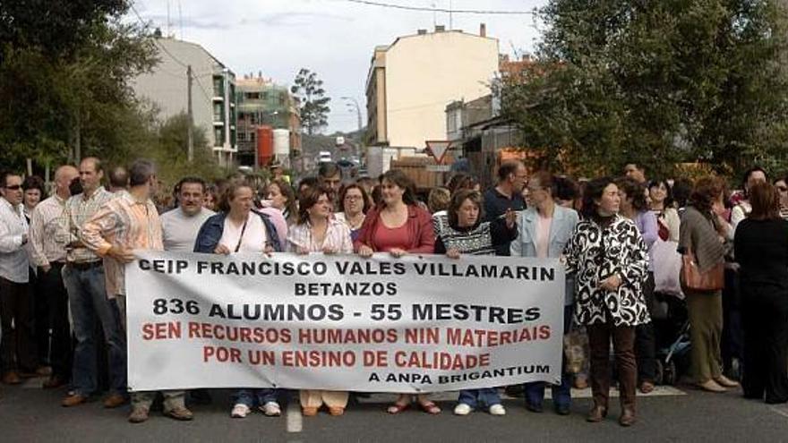 Padres del Vales Villamarín denuncian ante el Valedor la falta de  profesorado - La Opinión de A Coruña