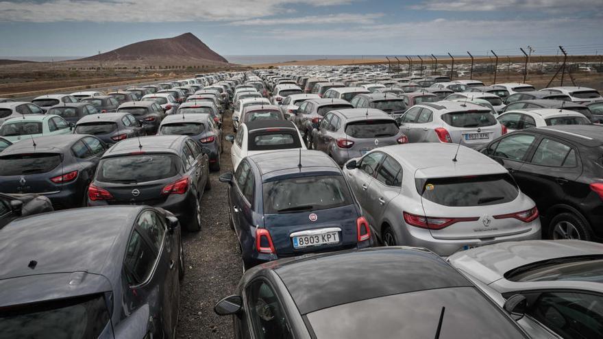 El Covid-19 obliga a aparcar casi 40.000 vehículos de alquiler en Tenerife