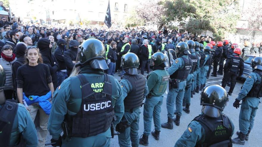 Tensión e insultos en el acto de Ciudadanos en Alsasua en apoyo a la Guardia Civil