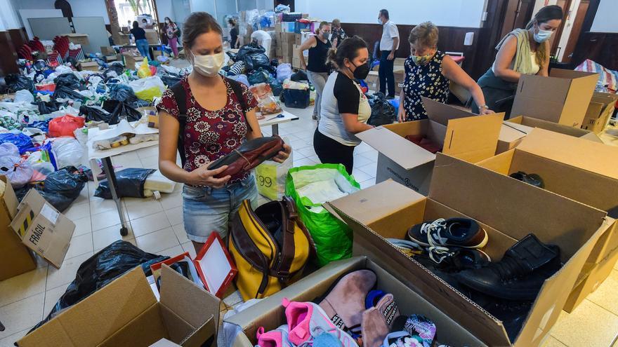 Un tsunami de ayuda humanitaria para La Palma desborda a ONG y sindicatos de Gran Canaria