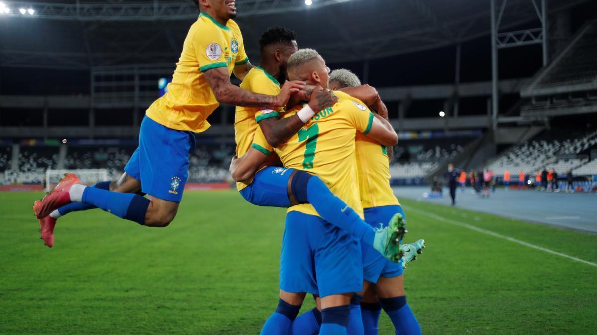 The Brazilians celebrate the classification.
