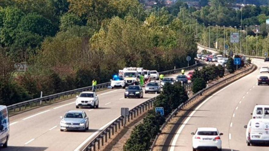 Shock en la ambulancia desde la que se lanzó la joven asturiana de 15 años