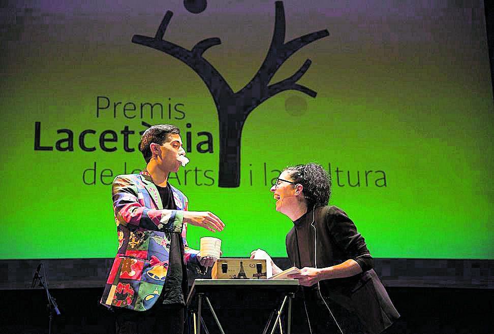 Els dos copresentadors, el Màgic Pol i l'actriu Mireia Cirera