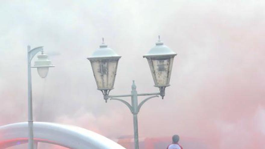 Derbi asturiano: Llegada de aficionados y los autobuses de los equipos a El Molinón