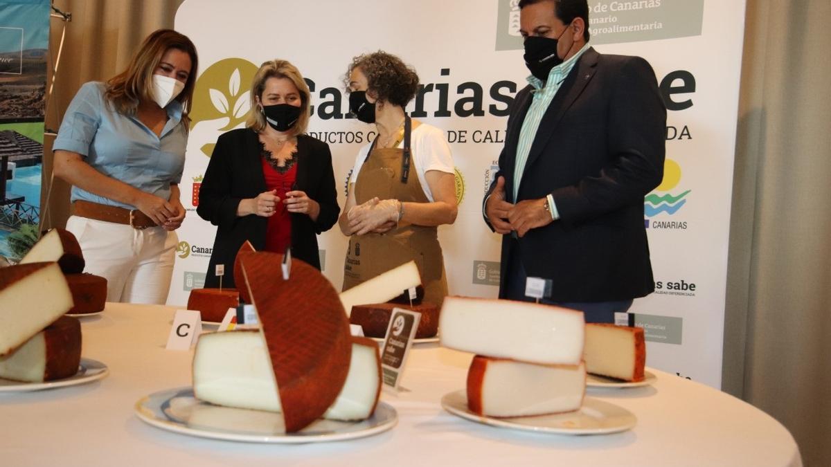 Más de 180 quesos compiten en el Agrocanarias para ser la mejor producción de Canarias.
