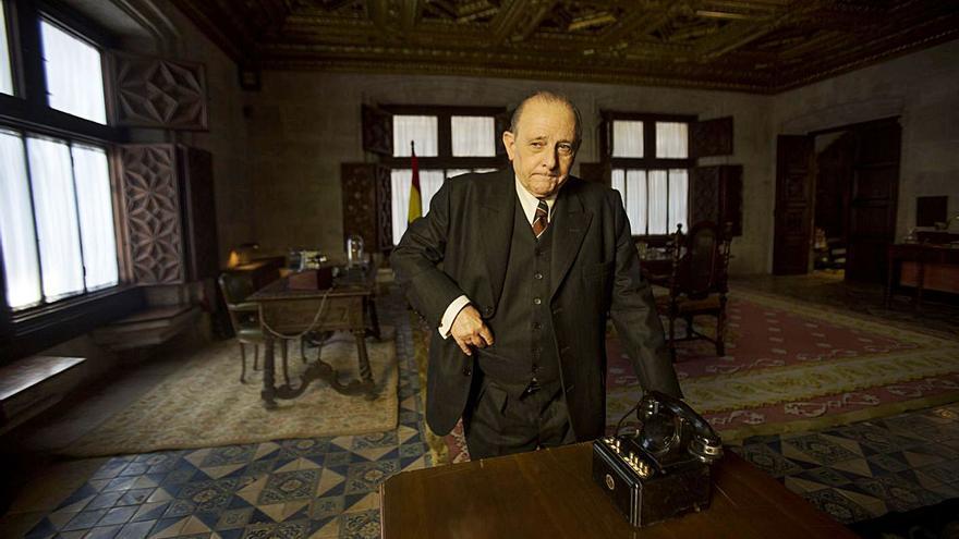 Largo Caballero sobrevive en el Palau de la Generalitat