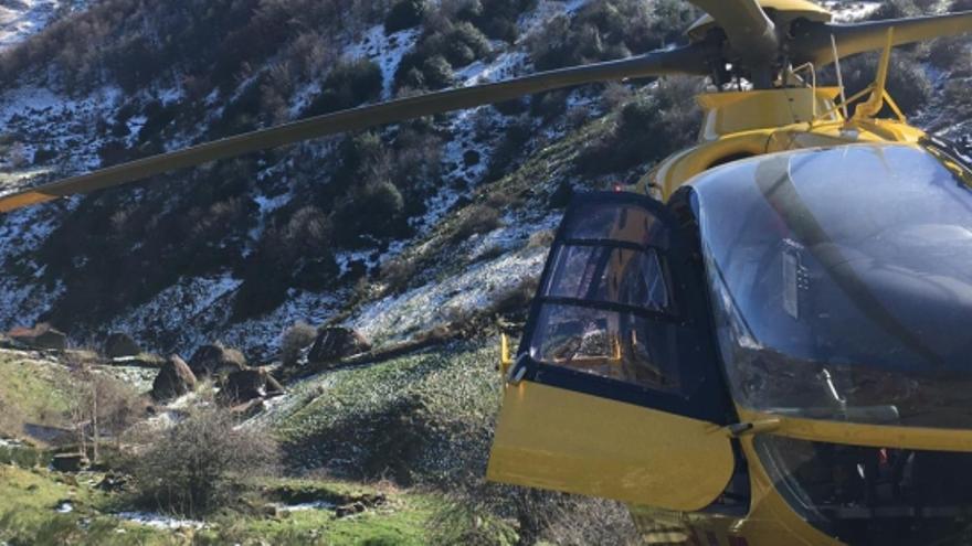 Muere un hombre en Asturias mientras acudía a pedir ayuda para su mujer accidentada