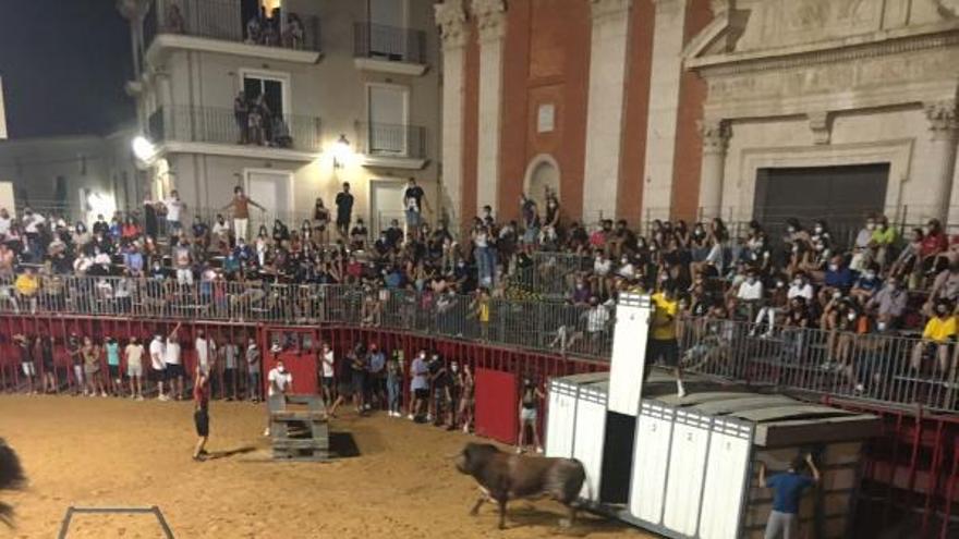 Los toros vuelven a la plaza en Turís con aforo limitado pese al toque de queda