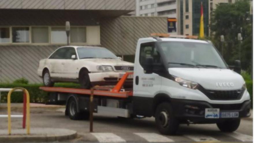 Inspeccionan un vehículo en Orense por el triple crimen de la familia Barrio ocurrido en Burgos en 2004