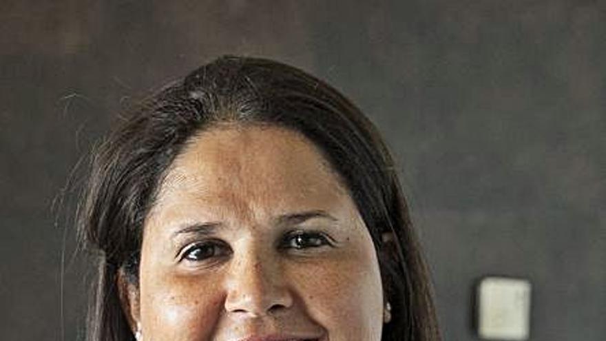 La alcaldesa Esther Hernández expone su gestión municipal  en un encuentro del PP canario