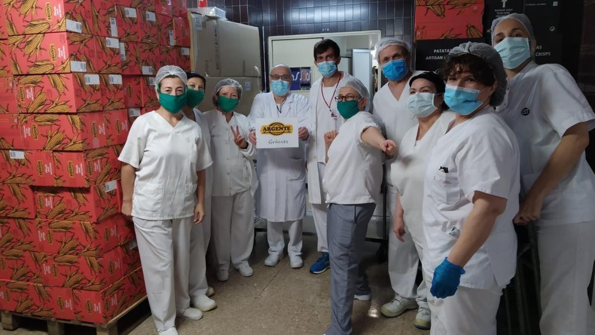 """Una empresa de Alberic dona 20.000 bolsas de """"snacks"""" a sanitarios de cuatro hospitales"""