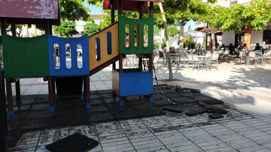 Críticas por una zona infantil 'abandonada' en Plasencia