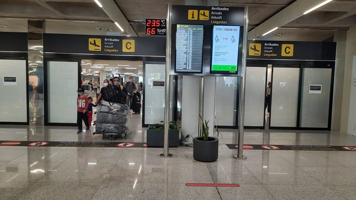 Llegada de turistas al aeropuerto de Palma.