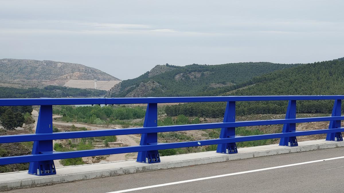Vista de la presa de Mularroya.