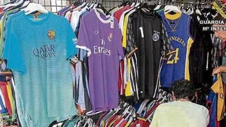 Guardia Civil konfisziert auf Mallorca 2.300 Produkte wegen Markenbetrugs