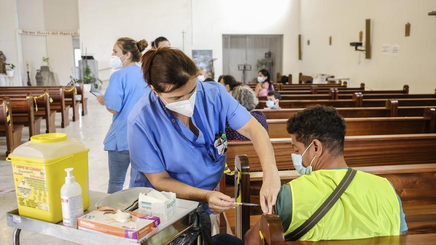 Vacunación en la parroquia de San Juan Bosco en Jinámar