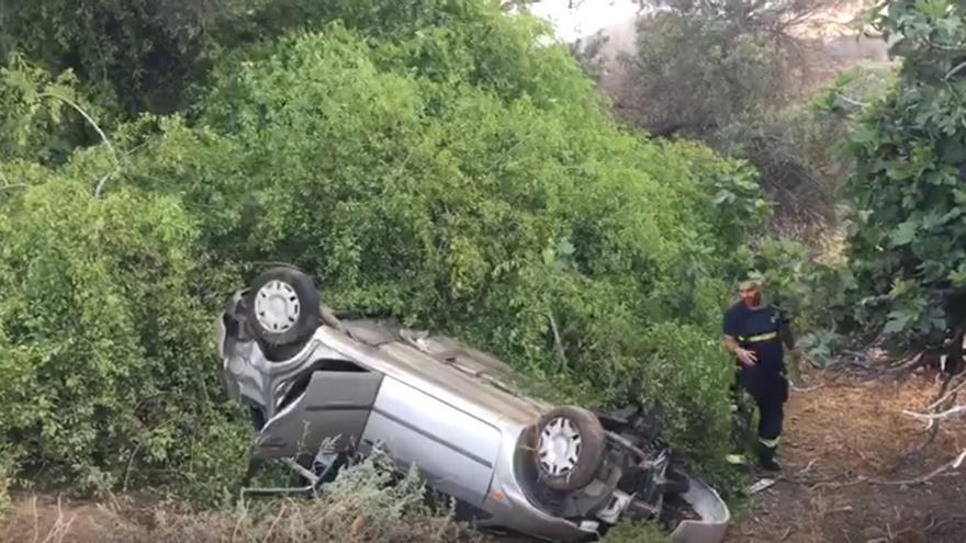 Un conductora resulta herida tras volcar su vehículo en Telde