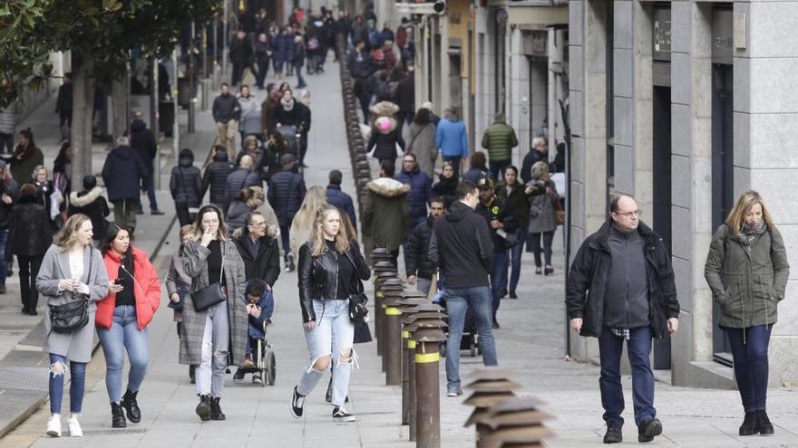 Els veïns aprofiten la fi del «Gloria» i surten al carrer amb el Girona10