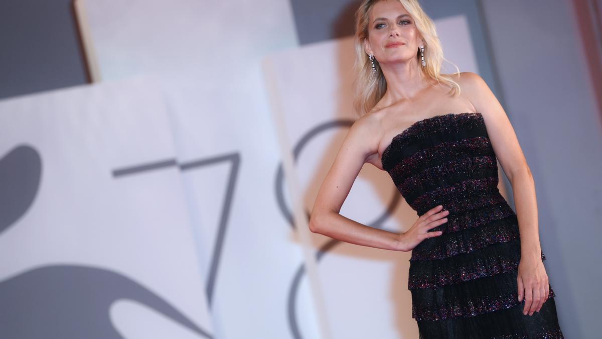 La actriz Mélanie Laurent llega a la alfombra roja del TIFF