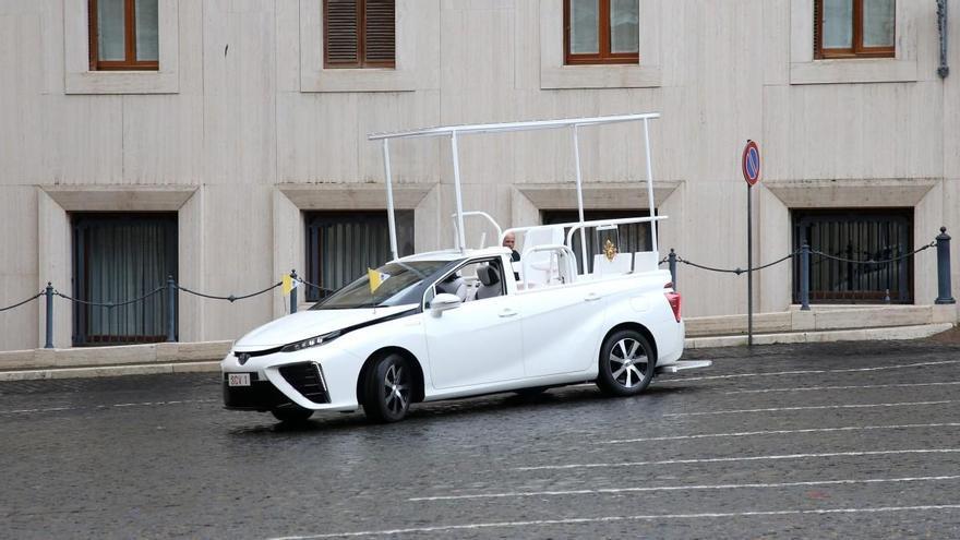 Así es el nuevo papamóvil de pila de combustible de hidrógeno para el Papa Francisco