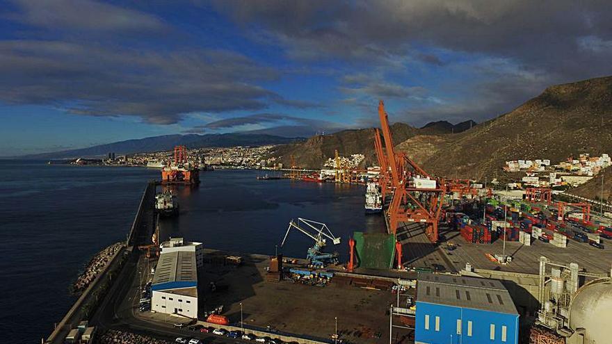 El Gobierno central da el visto bueno a un dique flotante en el Puerto de Santa Cruz