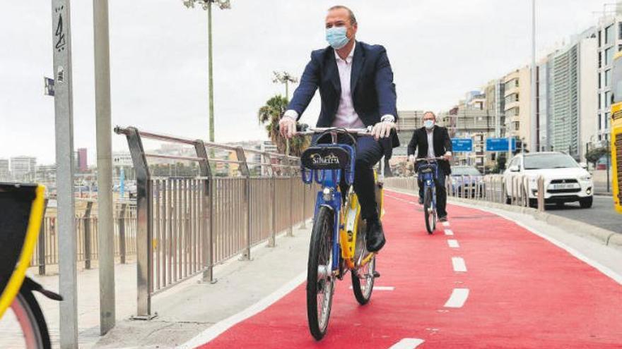 El carril bici de Las Alcaravaneras gana un metro y mejora en seguridad