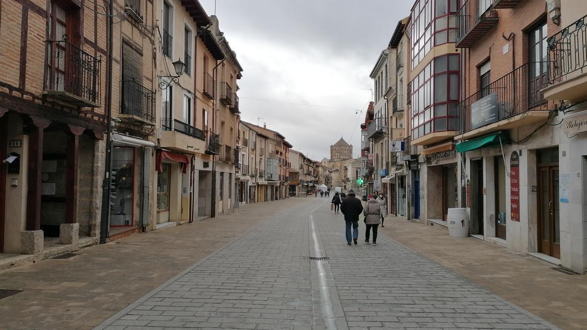 Puerta del Mercado y Plaza Mayor de Toro
