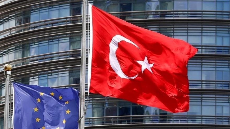 Turquía, indignada con las amenazas de Merkel