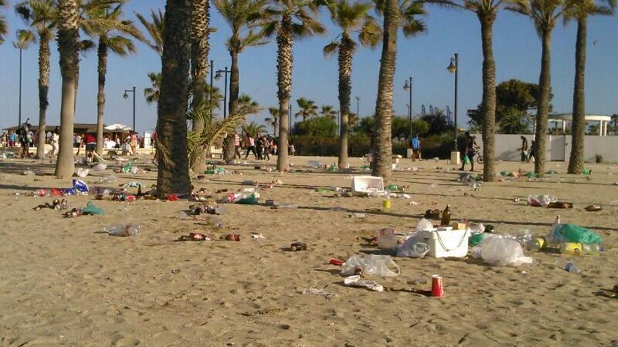"""Las playas del sur y el cauce, zonas preferidas para el """"botellón"""""""