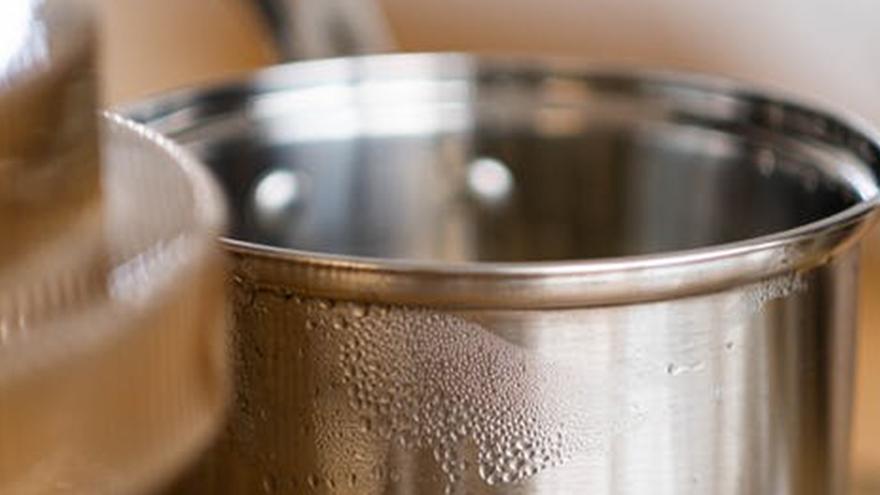 El secreto para lavar bien las cacerolas y que recuperan su brillo en solo 60 segundos