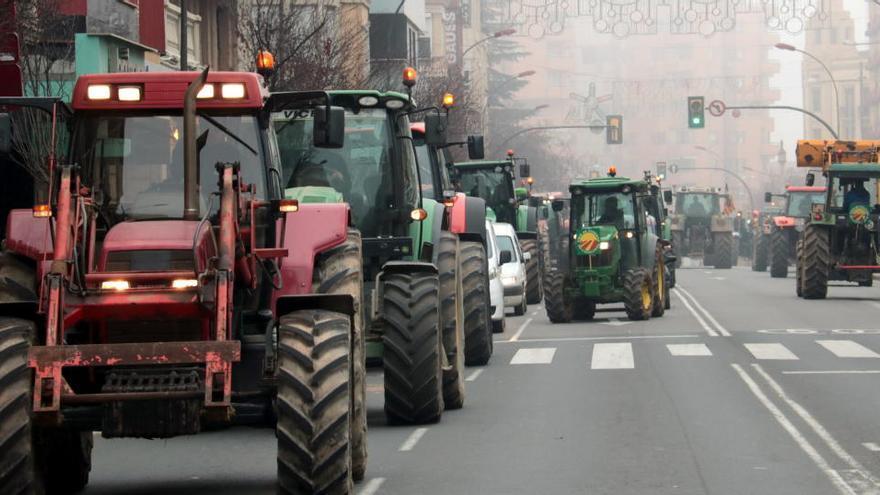 Unió de Pagesos reclama amb tractorades arreu del país mesures urgents de suport a l'agricultura i la ramaderia