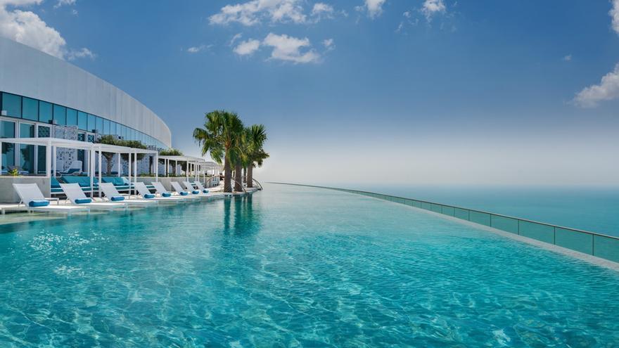 Así es la piscina infinita más alta del mundo