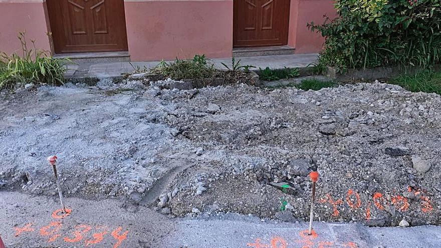 """El PP denuncia que se haya creado """"una escombrera"""" delante de una casa en Orlé"""