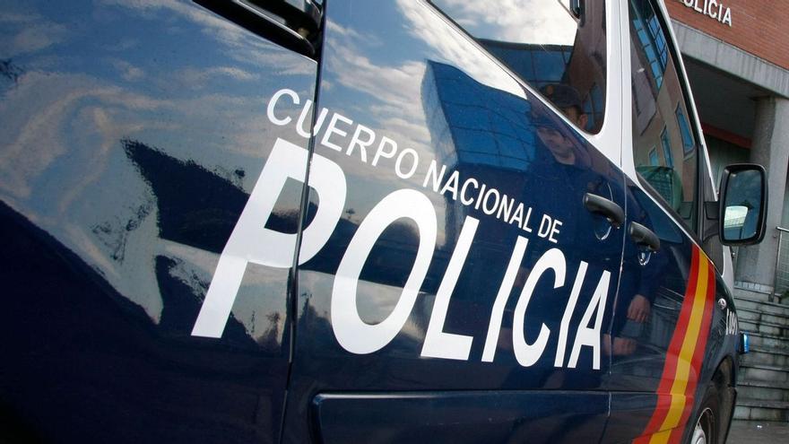 Detenido por vender cocaína en un portal de Pumarín