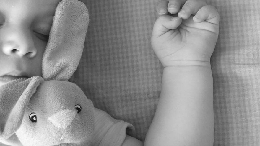 Cómo gestionar el cambio de hora en el horario de sueño de tu bebé