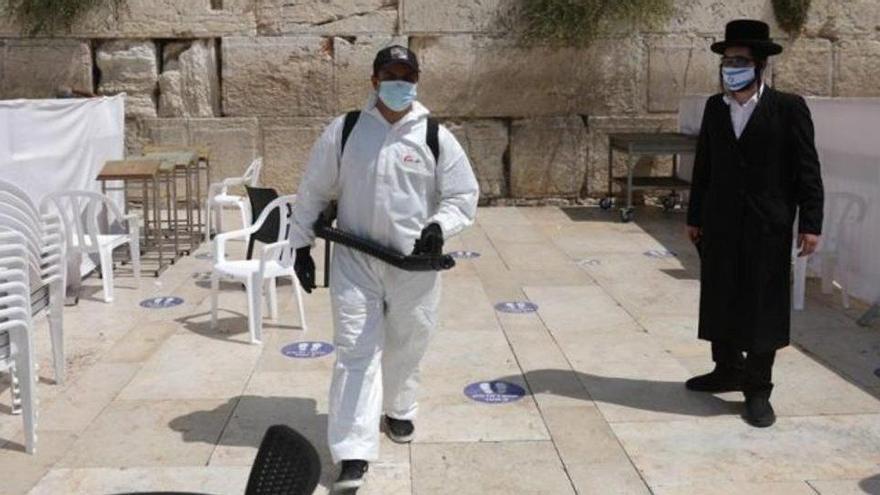 Israel comença el seu tercer confinament