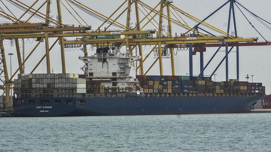 El colapso del tráfico marítimo dispara el coste de los parques fotovoltaicos valencianos