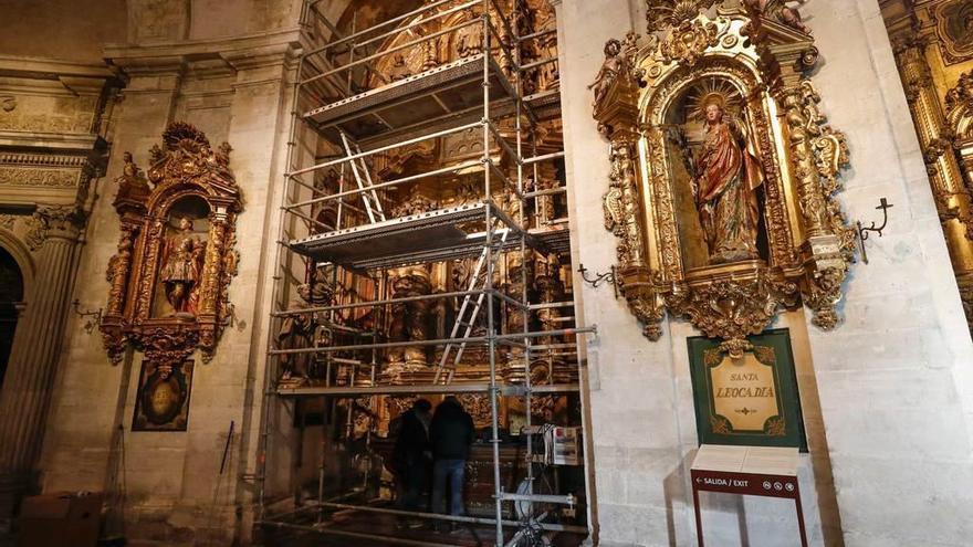 Comienza la restauración de dos de los retablos de la girola de la Catedral