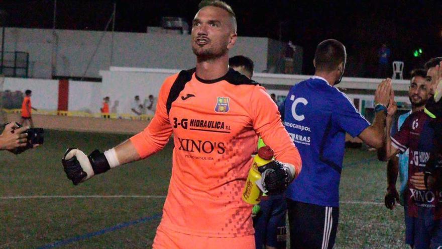 El delantero Mateu Ferrer y el portero Imanol Elías renuevan con el Poblense