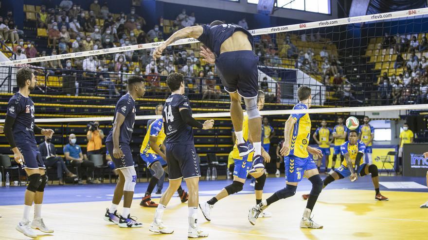 El Feníe Energía cae en la Supercopa de voleibol frente al Guaguas canario