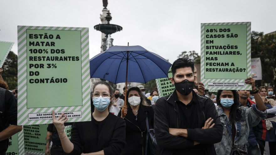 Portugal inicia el toque de queda con protestas