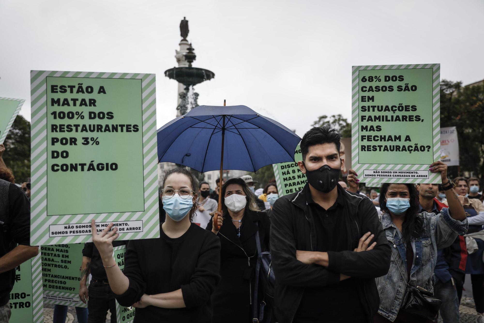 Portugal inicia el toque de queda con protestas de los sanitarios
