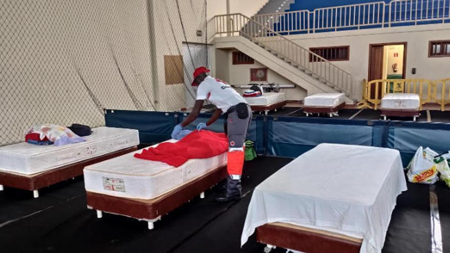 El hospital Molina Orosa habilita nuevas camas para los pacientes más críticos