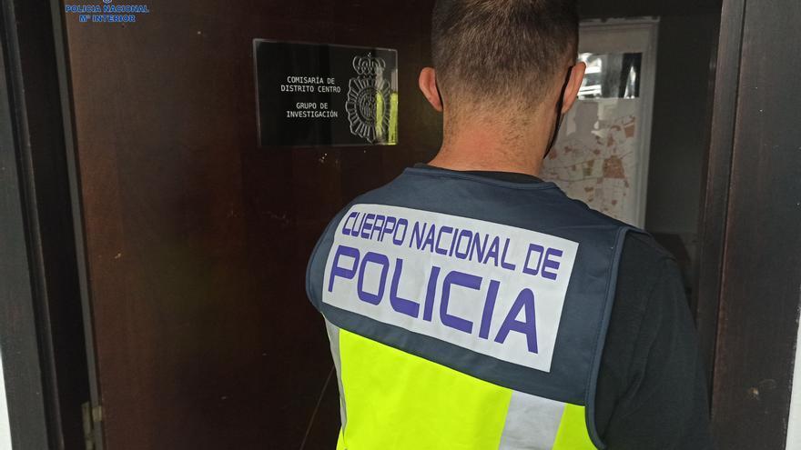 Detenida una ladrona, con casi 80 arrestos anteriores, por al menos nueve robos en restaurantes y casas del Coll