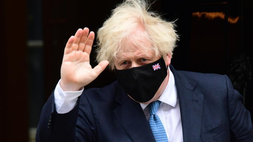 Boris Johnson permanecerá en aislamiento tras el positivo de su ministro de Salud