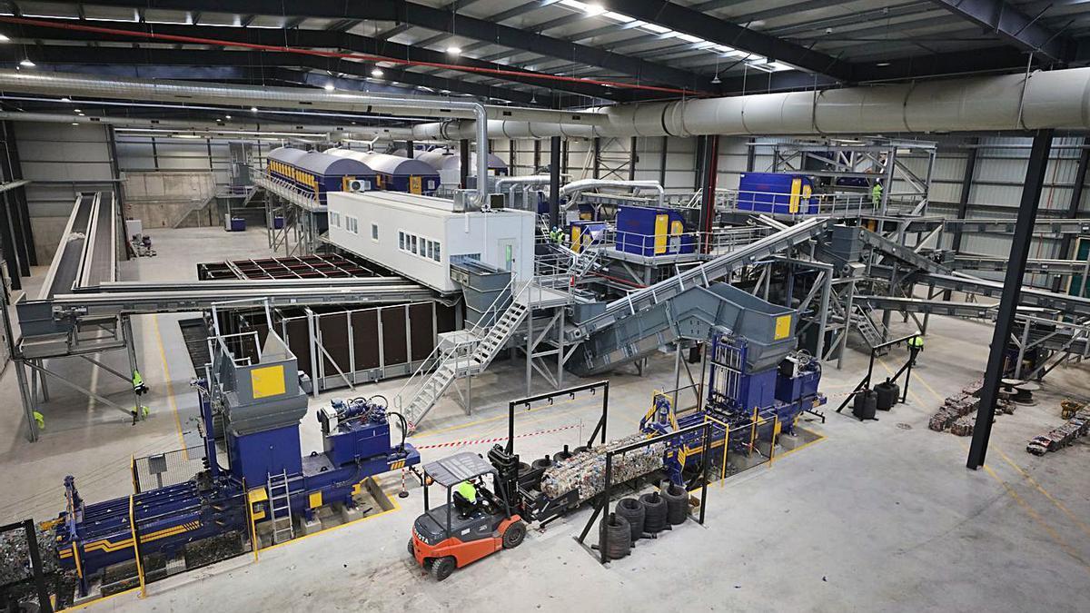 La nueva planta de triaje construida en el vertedero de Ca na Putxa. | VICENT MARÍ