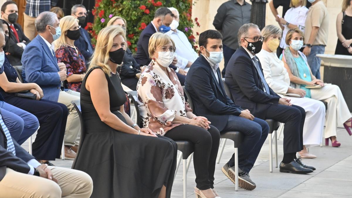 La alcaldesa Amparo Marco junto a otras autoridades en uno de los actos de la semana pasada.