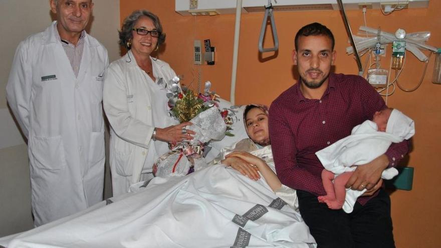 La primera castellonense del 2018 es Lina, una bebé de padres marroquís